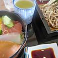 海鮮丼と蕎麦ハーフ